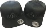 Snapback Ton-in-Ton bestickt mit Motiv Krone / KING & QUEEN in schwarzer Schrift Stickerei Partner-Cap für Sie & Ihn (KING & QUEEN) -